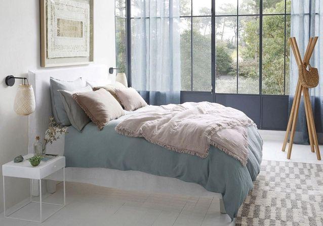 linge de lit en lin on ne s 39 en lassera jamais elle. Black Bedroom Furniture Sets. Home Design Ideas