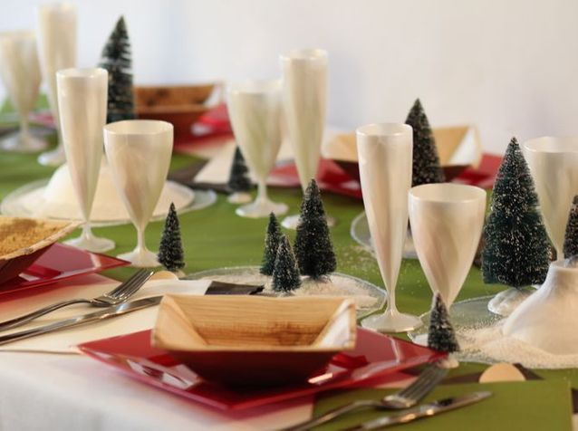 Table de Noël : le papier et le plastique, c'est chic !
