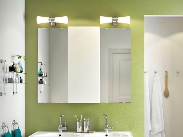 12 luminaires pour la salle de bains elle d coration. Black Bedroom Furniture Sets. Home Design Ideas