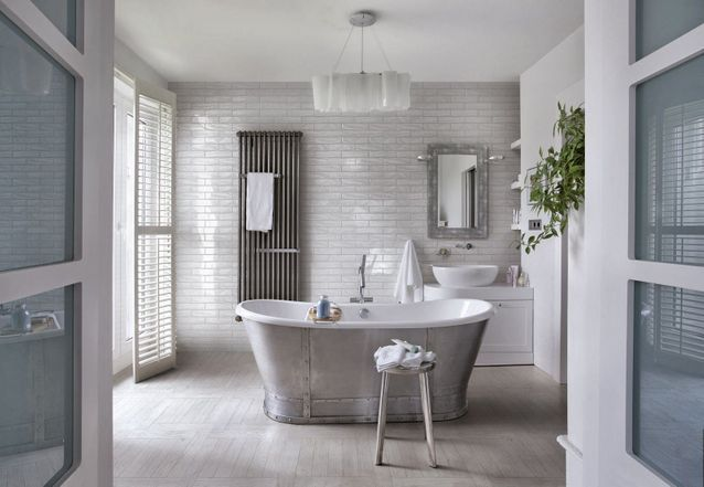 18 fa ons de se cr er une salle de bains zen elle d coration - Belle mere dans la salle de bain ...