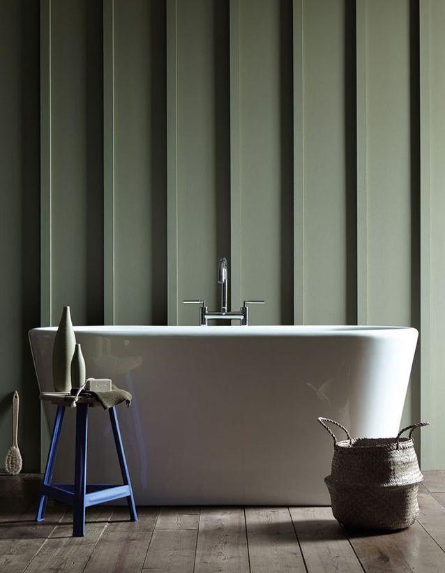 Préférer un éclairage tamisé autour de la baignoire pour une salle de bains zen