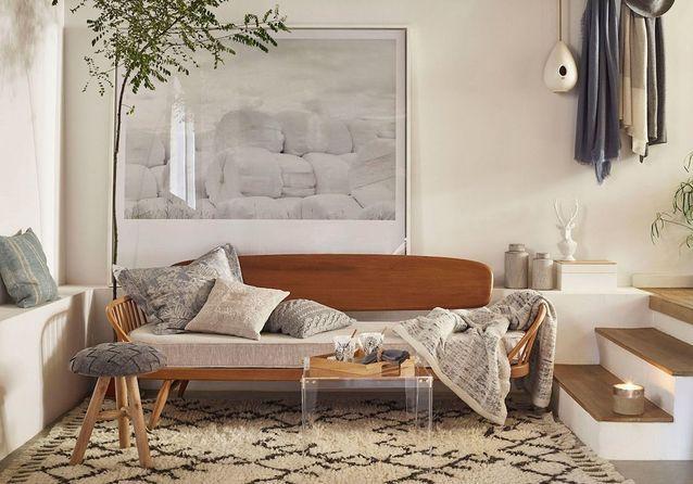 Penser au mobilier transparent dans un petit salon