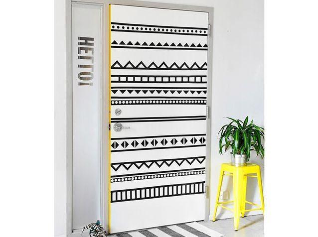 Une porte d'intérieur personnalisée via des motifs graphiques