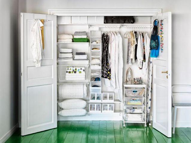 un dressing dans un placard dj existant with placard au dessus du lit. Black Bedroom Furniture Sets. Home Design Ideas