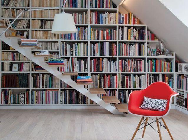1. Empiler des livres sur les marches