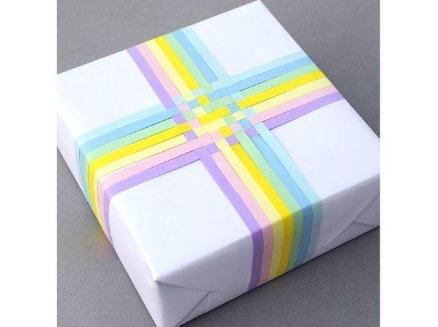 Un paquet cadeau tressé