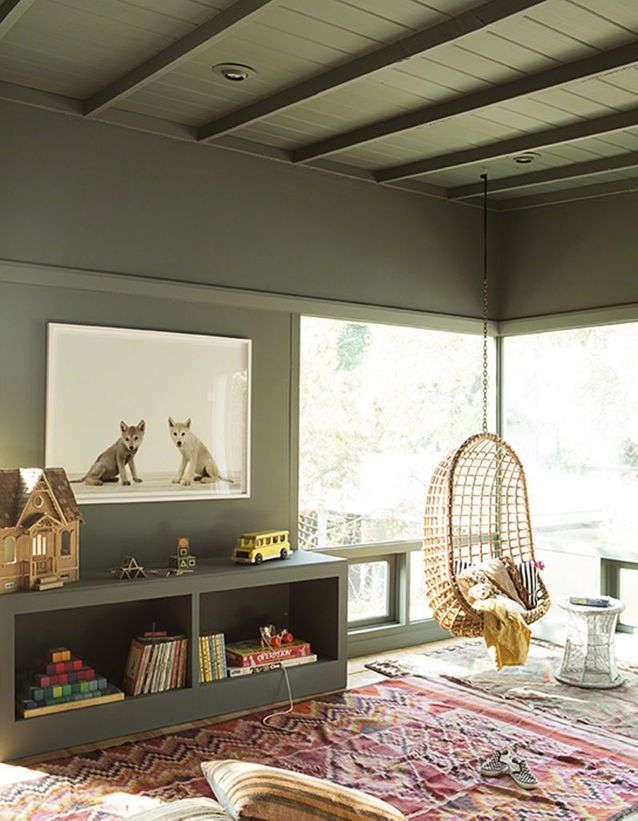 Un plafond et des murs kaki pour une chambre d'enfant tendance