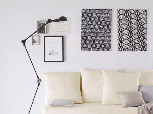 >> Accrochez des cadres de différentes tailles au mur