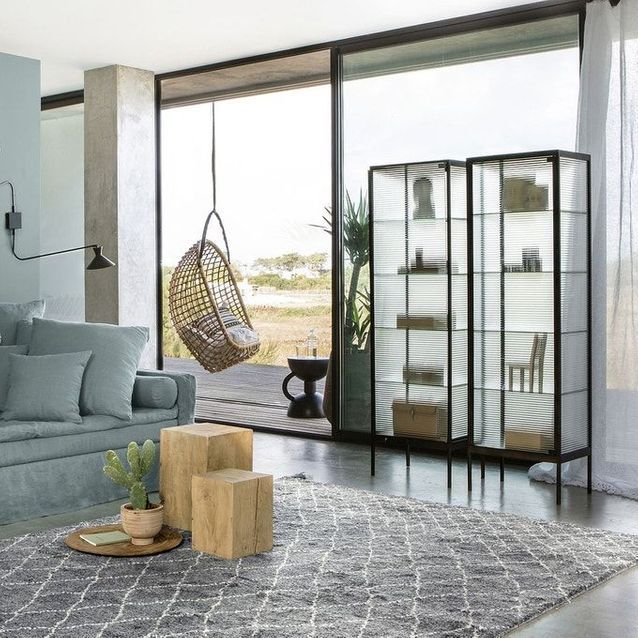 Un meuble vitrine simple