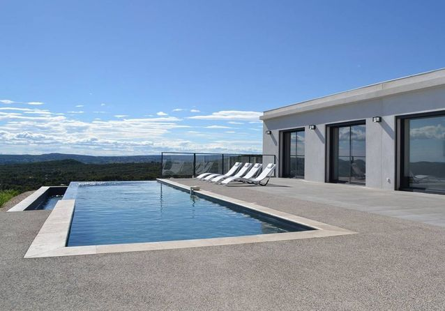 Villa avec vue imprenable près d'Avignon
