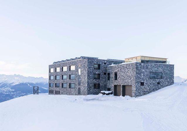Une gare de télécabines transformée en hôtel de luxe !
