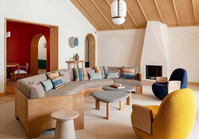 On fond pour le style alpin de ce nouvel hôtel à Méribel