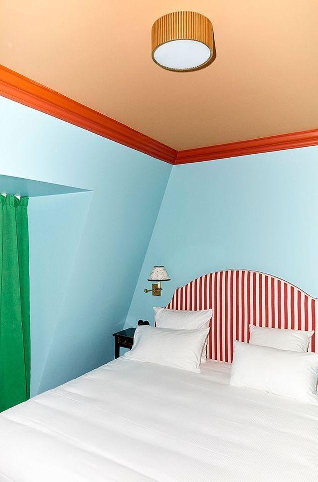 Au sixième étage, une chambre conçue comme une gamme de couleurs.