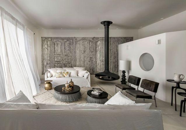Découvrez la métamorphose d'une villa des années 60 face à la rade de Bandol