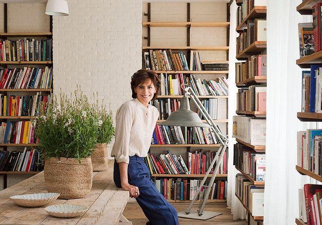 Ines de La Fressange nous invite dans sa maison parisienne