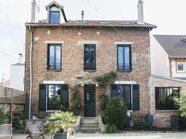 Une maison de famille classique de l'extérieur