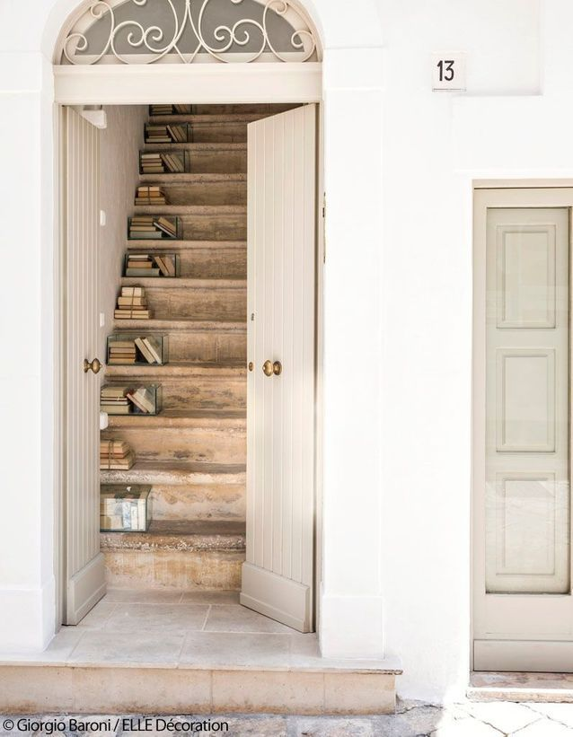 Un escalier en pierre de calcaire