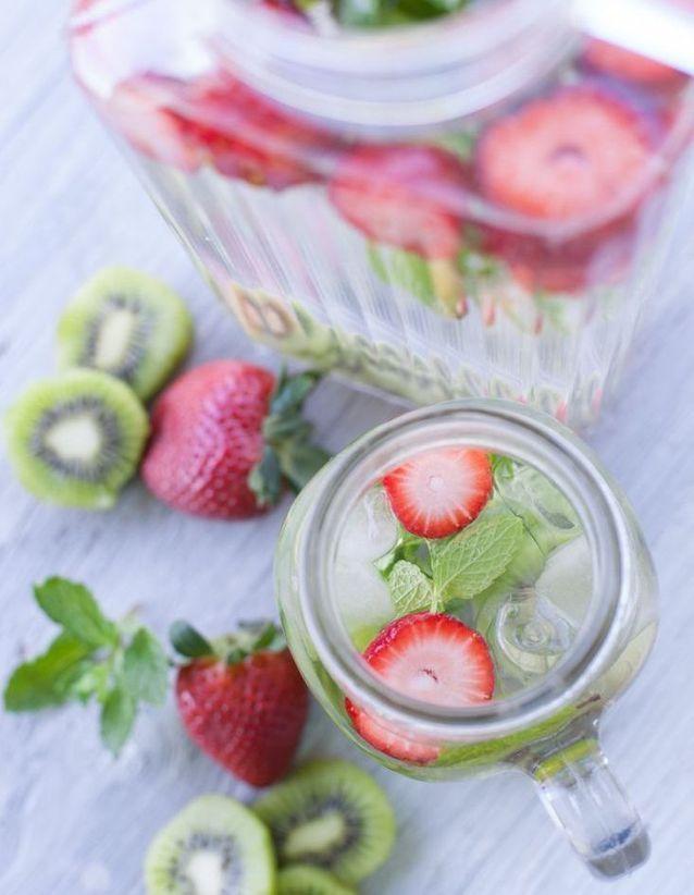 Eau détox fraise kiwi menthe - Des eaux détox pour s
