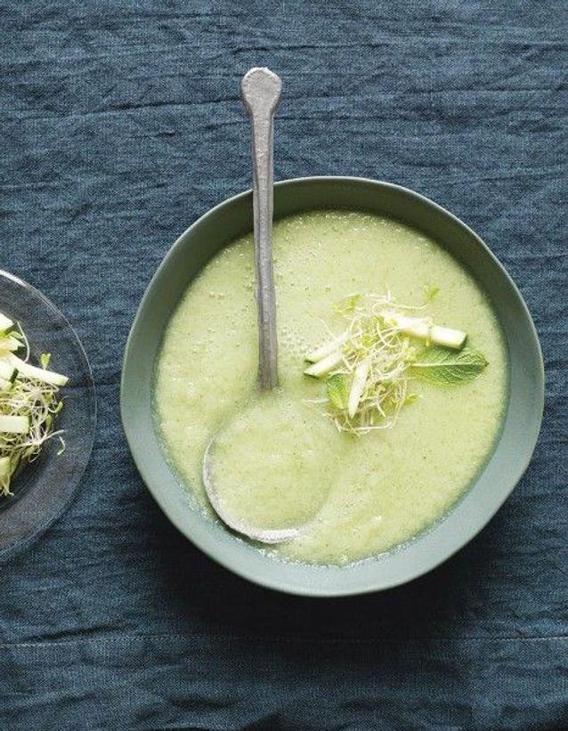 Recette minceur rapide : soupe froide de concombre, pommes et wasabi de Trish Deseine