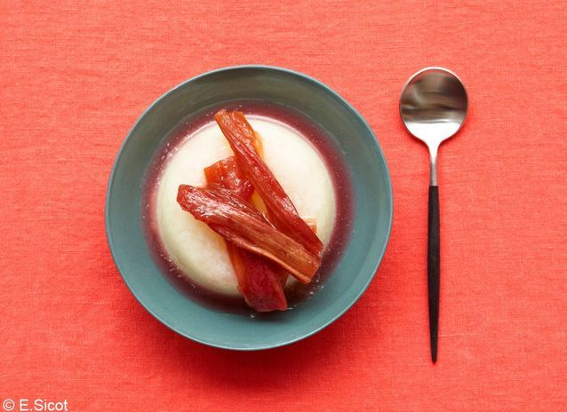 Panna cotta rose-rhubarbe