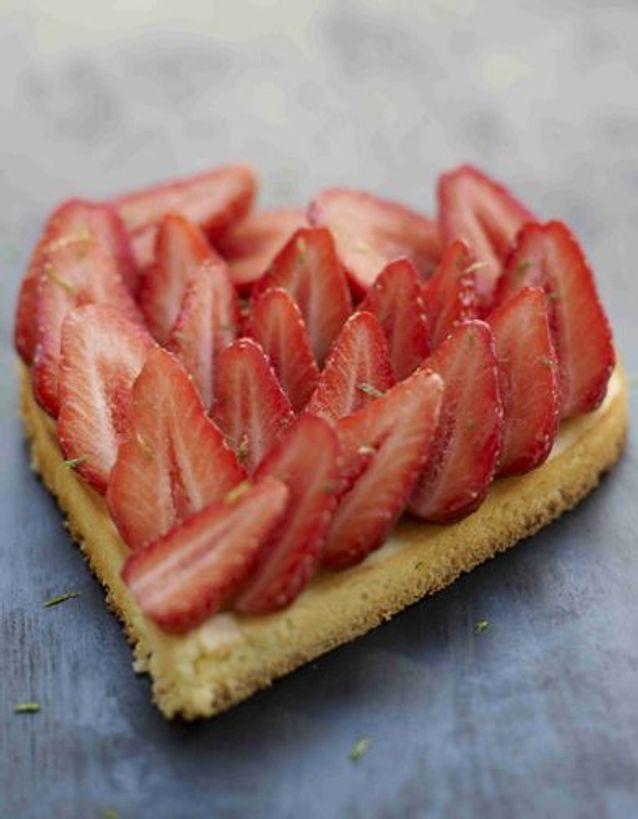 Coeur De Fraises Sur Un Esprit De Cheesecake