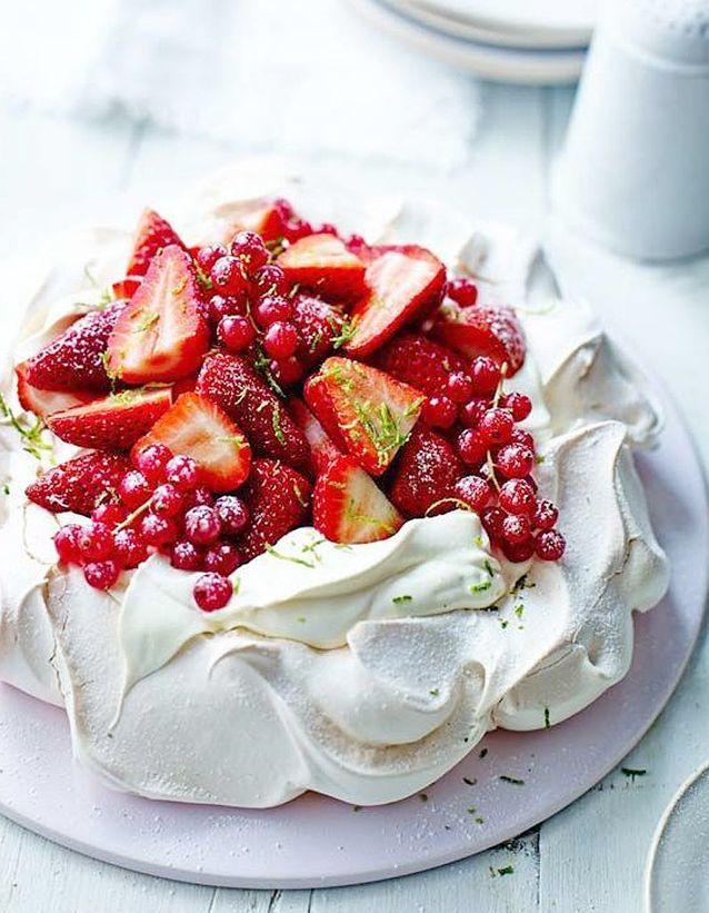 Pavlova avec des fruits rouges