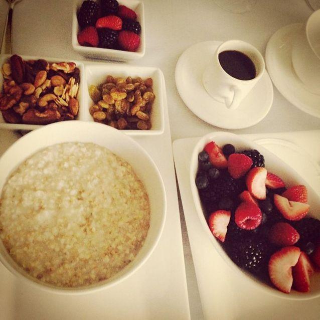 L'assiette de fruits frais et muesli de Jessica Alba