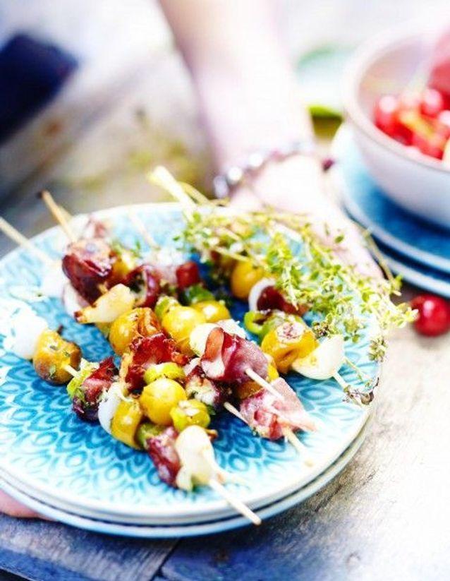 Cuisine recettes été grandes tablées : Brochettes de mirabelles au chèvre et bresaola