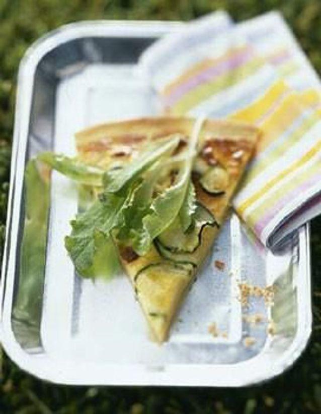 Cuisine recettes été grandes tablées : Fine quiche chèvre, courgettes et jeunes salades