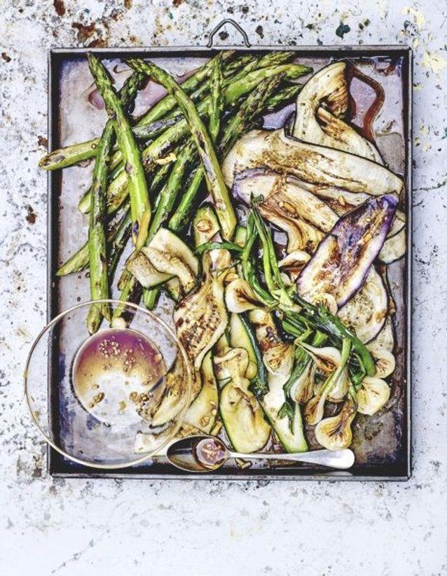 Cuisine recettes été grandes tablées : Légumes grillés, marinade à l'ail et sauce soja