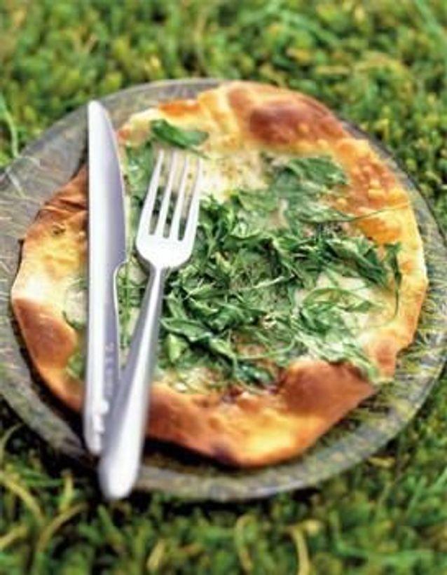 Cuisine recettes été grandes tablées : Pizza mozzarella-roquette