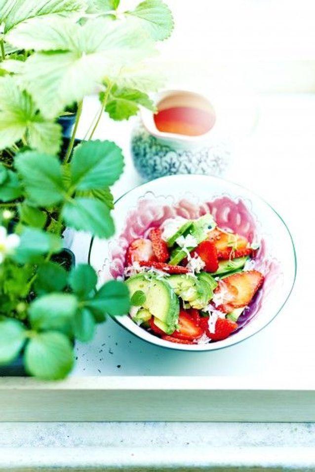 Cuisine recettes été grandes tablées : Salade d'avocats, crabe et fraises