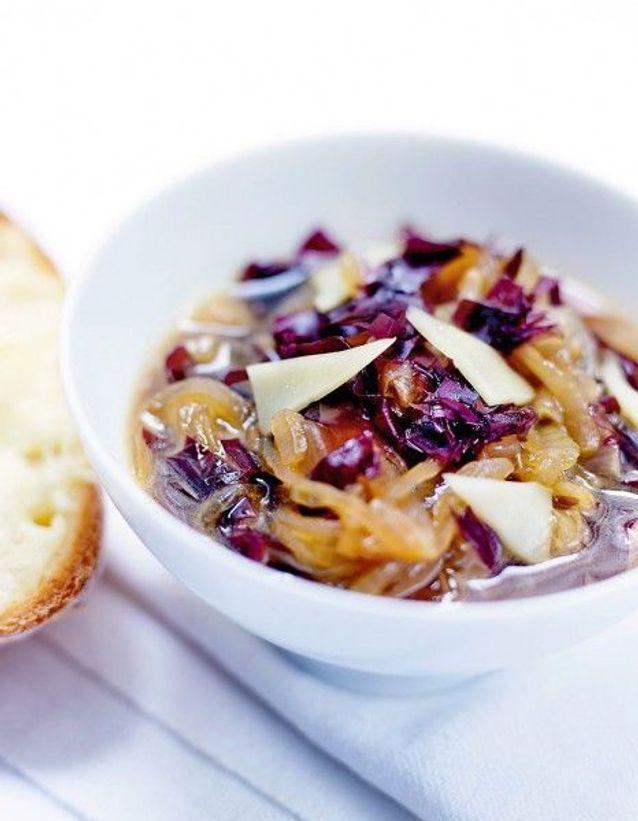 Soupe de légumes : Soupe à l'oignon parfumée aux algues dulse, croûtons au vieux comté