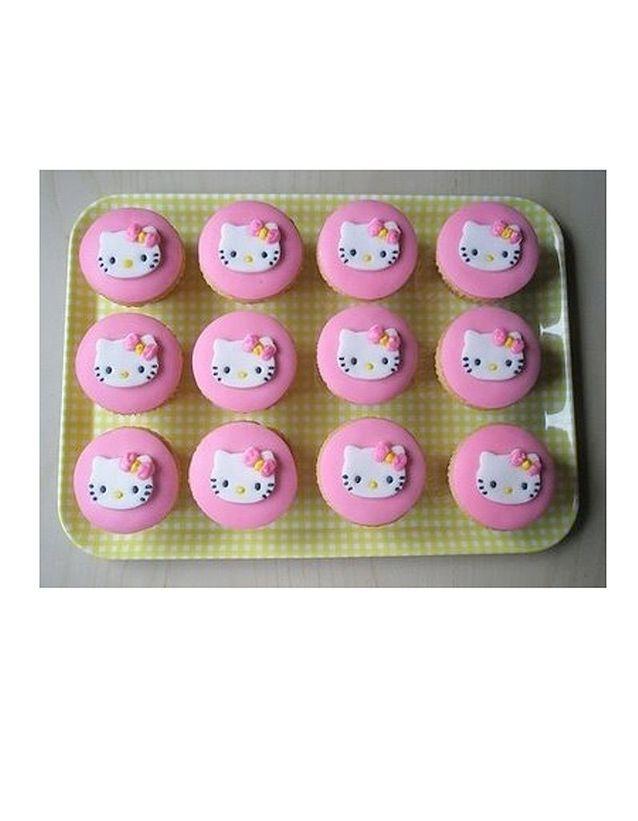 Un plateau de cupcakes
