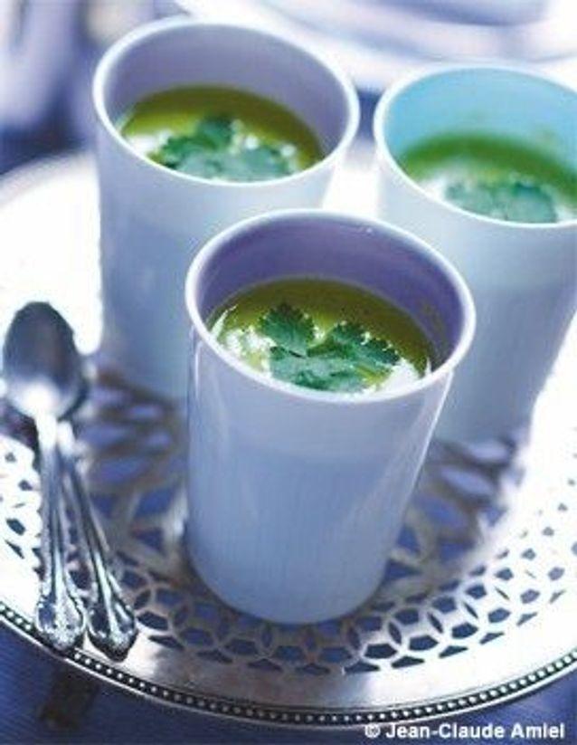 soupe fraîche de petits pois à la coriandre