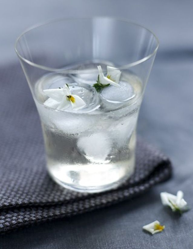 Elderflower spritzer