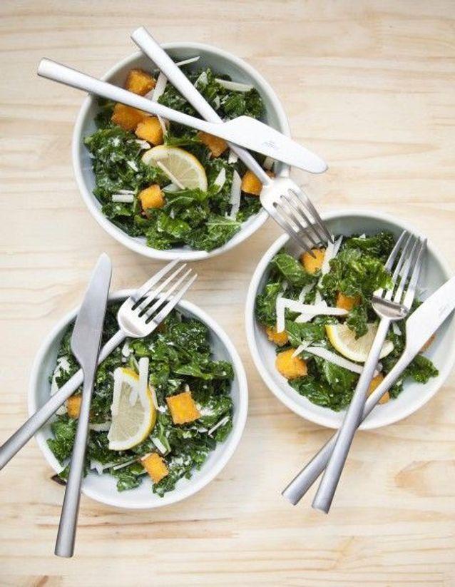 Salade caesar au kale, croûtons de polenta