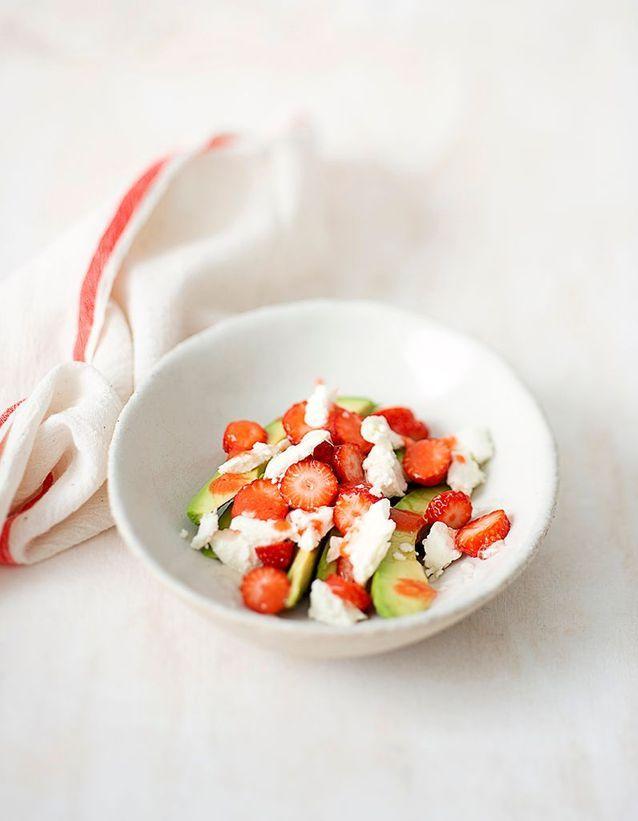 Salade de chèvre frais, avocat et fraises