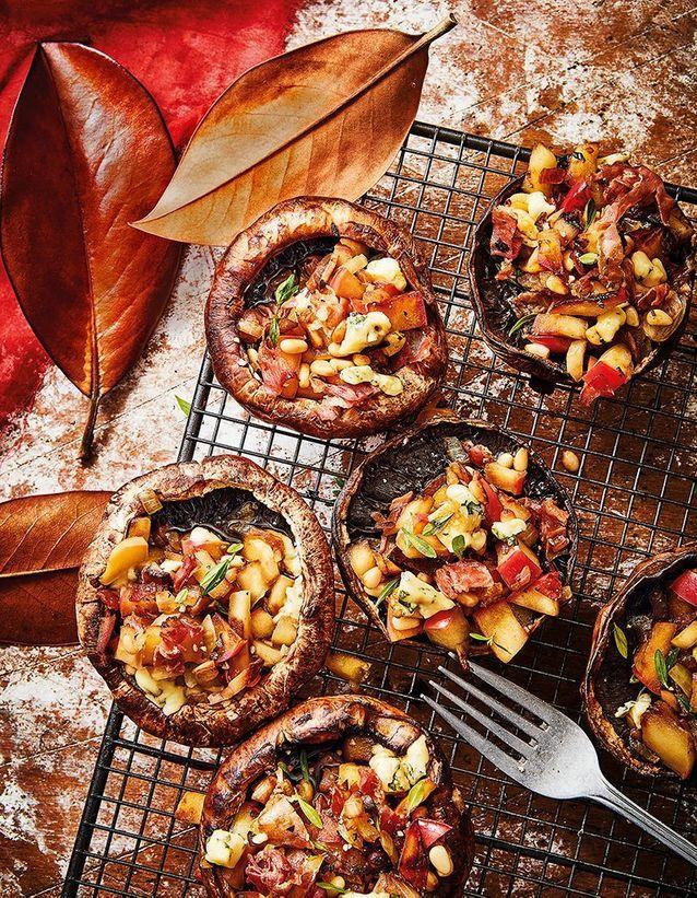 Portobello farcis pomme, fourme d'ambert, pignons et jambon fumé