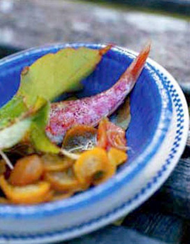 Rougets grillés, chutney de courgettes jaunes et melon