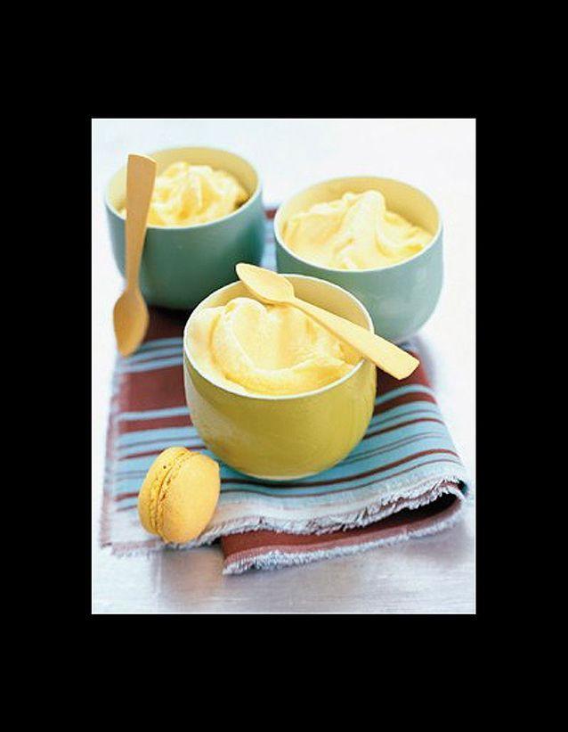 Sorbet au yaourt et aux macarons au citron