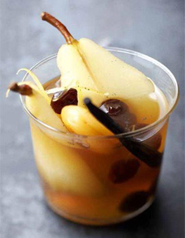 Poires et fruits secs au vin doux
