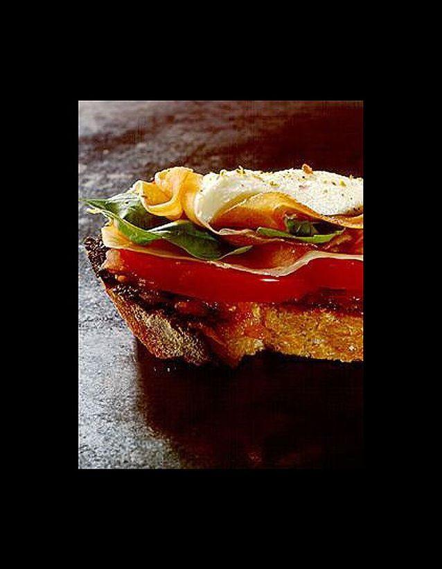 Crostini au jambon de parme et à la mozzarella