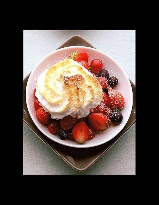 Fruits rouges et meringue legere