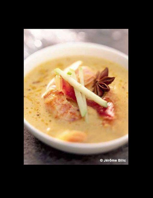 Crème de langoustines, lard grillé et pomme verte