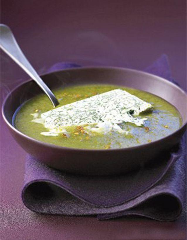 Velouté de poireaux au curry et glaçon de chantilly aux herbes