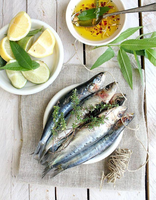 Le poisson (anchois, sardine, bar) est un aliment riche en fer
