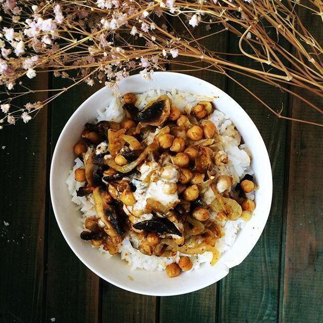 Assiette gourmande avec du riz