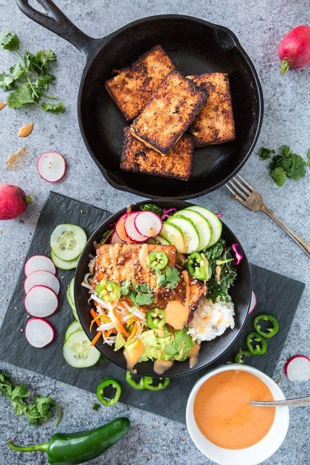 Assiette gourmande avec du tofu