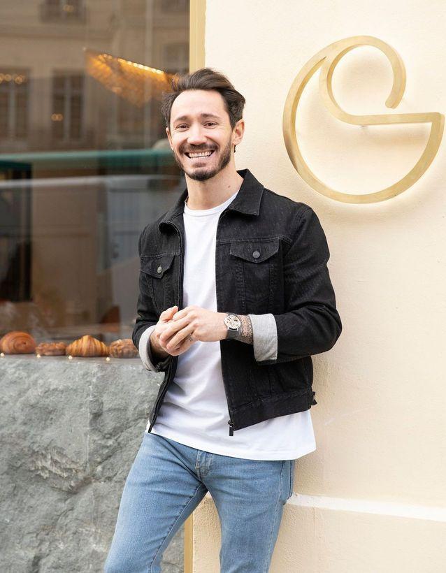 Cédric Grolet devant sa boutique